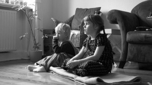 Kids mesmerizer by the television - By Moritz Petersen via Flickr